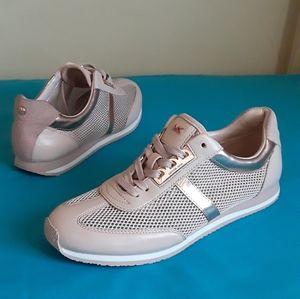 Women's Micheal Kors Fashion Sneakers Size 9